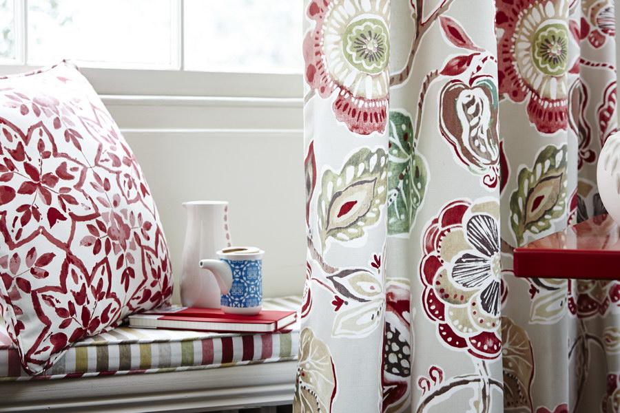 Как выбрать дизайнерские шторы для спальни и гостиной: 3 простых совета